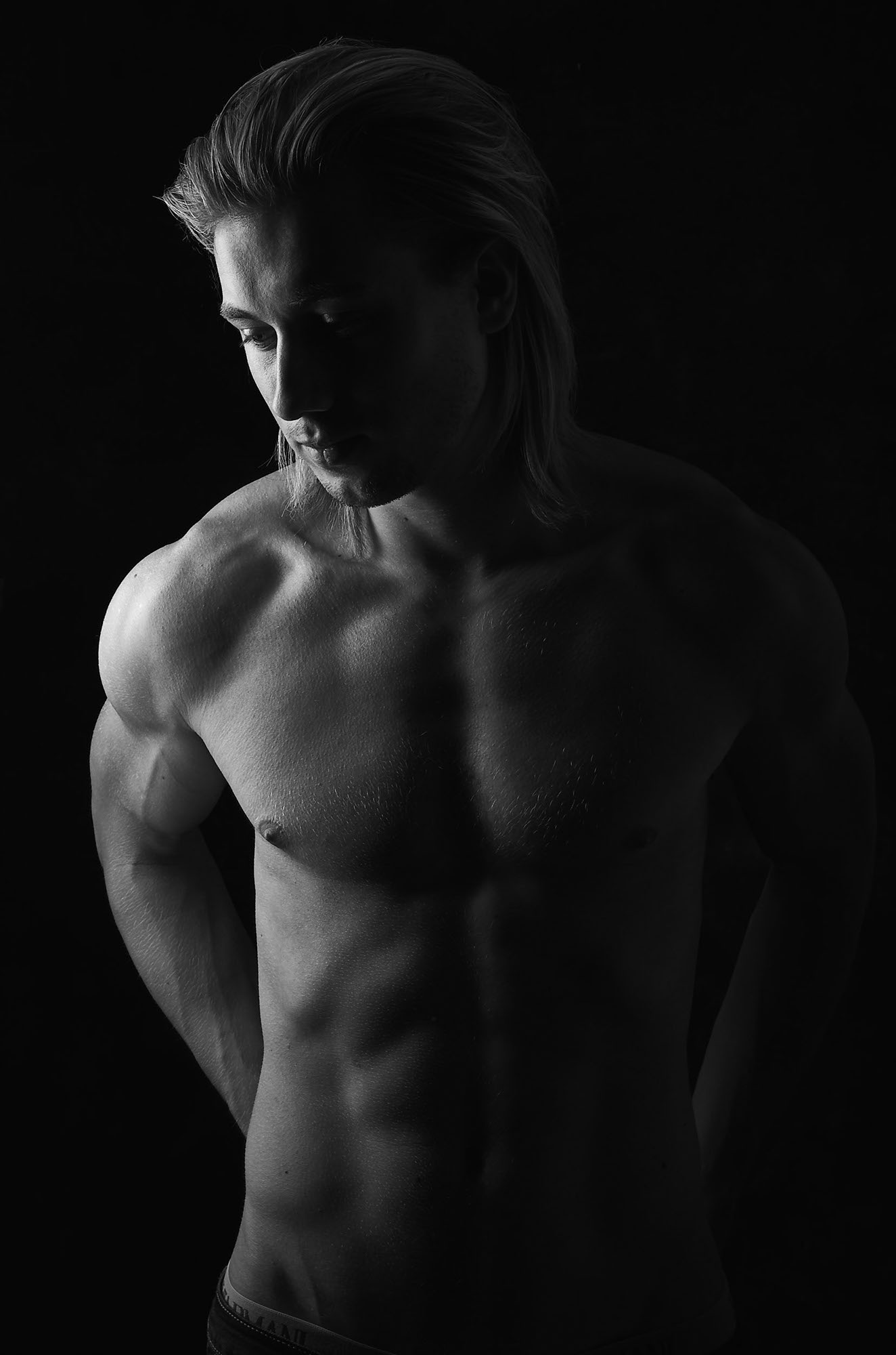 athlete-portrait-body-black-and-white