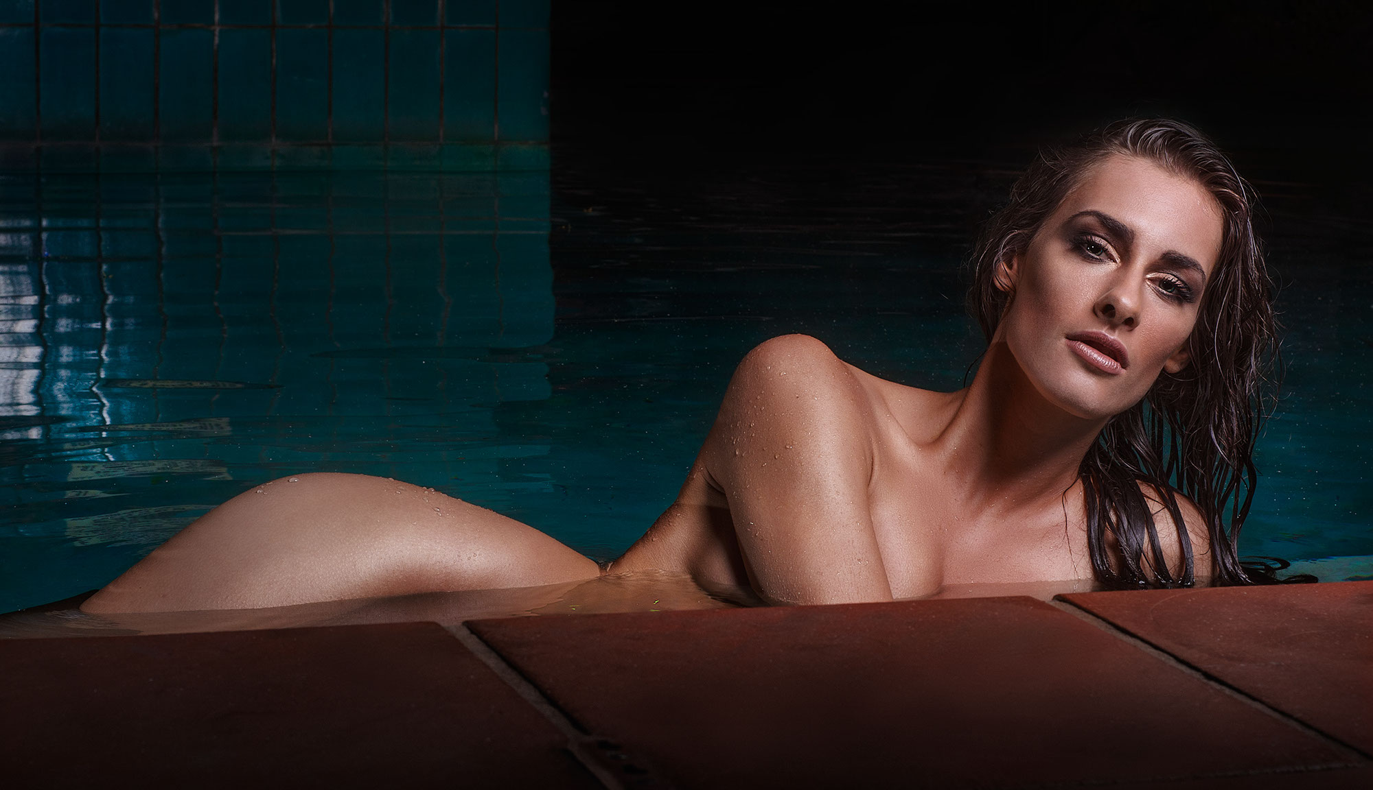 model-body-portfolio-pool-nude-sexy-skin-glamour